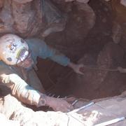 Denis sortant de la Grotte Perdue